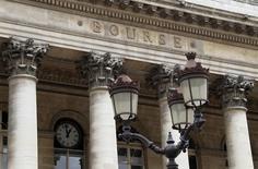 Les principales Bourses européennes restent orientées à la hausse à mi-séance mercredi mais elle ont effacé une bonne partie de leurs gains. Vers 10h30 GMT, le CAC 40 gagne encore 0,22%. À Francfort, le Dax prend 0,19% et à Londres, le FTSE avance de 0,17%. /Photo d'archives/REUTERS/John Schults