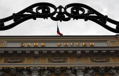An exterior view shows the headquarters of the Central Bank in Moscow, September 13, 2013. Russia's central bank on Friday announced a major overhaul of its monetary policy framework to simplify its interest-rate toolkit, while resisting pressure to cut key policy rates to boost the sluggish economy. REUTERS/Maxim Shemetov (RUSSIA - Tags: CITYSCAPE BUSINESS)