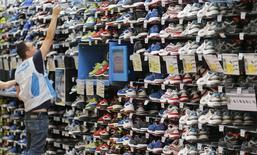 LBO France a annoncé mercredi être entré en négociations exclusives avec le fonds d'investissement Sagard pour lui racheter le groupe HMY, spécialiste de la conception, de la fabrication et du montage de mobiliers de magasins. /Photo d'archives/REUTERS/Régis Duvignau