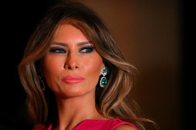 4月12日、英デイリー・メール紙は、トランプ米大統領夫人メラニアさん(46)が「単なるモデル以上のサービス」を提供していたとする記事を撤回し、謝罪した。賠償金の支払いにも合意したという。写真は2月撮影(2017年 ロイター/Carlos Barria)
