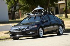 FILE PHOTO -An autonomous version of Acura's RLX Sport Hybrid SH-AWD drives at carmaker Honda's testing grounds at the GoMentum Station autonomous vehicle test facility in Concord, California June 1, 2016.  REUTERS/Noah Berger/File Photo