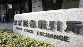 La Bourse de Tokyo a fini en baisse de 0,68% jeudi après avoir touché de nouveaux plus bas de quatre mois, pénalisée par l'appréciation du yen face au dollar en réaction aux propos de Donald Trump sur la vigueur excessive à ses yeux du billet vert. L'indice Nikkei a perdu 125,77 points à 18.426,84. /Photo d'archives/REUTERS