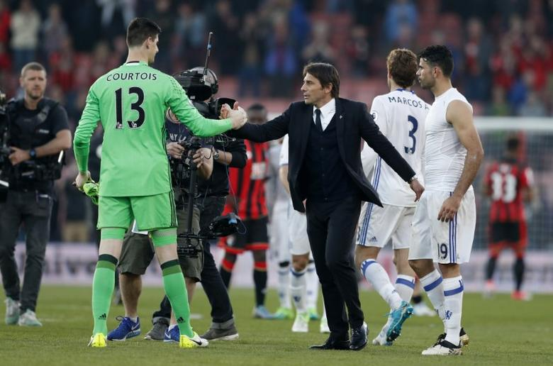 Britain Football Soccer - AFC Bournemouth v Chelsea - Premier League - Vitality Stadium - 8/4/17 Chelsea manager Antonio Conte shakes hands with Thibaut Courtois after the match  Action Images via Reuters / John Sibley Livepic