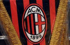 La holding familiale de Silvio Berlusconi a finalisé jeudi la vente de l'AC Milan, l'un des clubs de football italiens les plus titrés, à un consortium dirigé par des Chinois pour un montant de 740 millions d'euros, renforçant ainsi l'emprise des Chinois sur la Serie A. /Photo d'archives/REUTERS/Stefano Rellandini