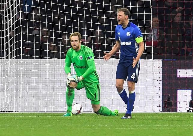 4月13日、サッカーの欧州リーグは各地で準々決勝の第1戦を行い、内田篤人が所属するシャルケ(ドイツ、写真)は敵地でアヤックス(オランダ)に0─2で敗れた。内田はベンチ入りしなかった(2017年 ロイター/United Photos/ToussaintKluiters)