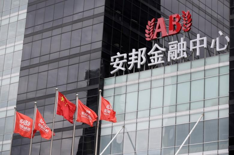 FILE PHOTO: The headquarters building of Anbang Insurance Group are pictured in Beijing, China, August 25, 2016. REUTERS/Jason Lee/File Photo