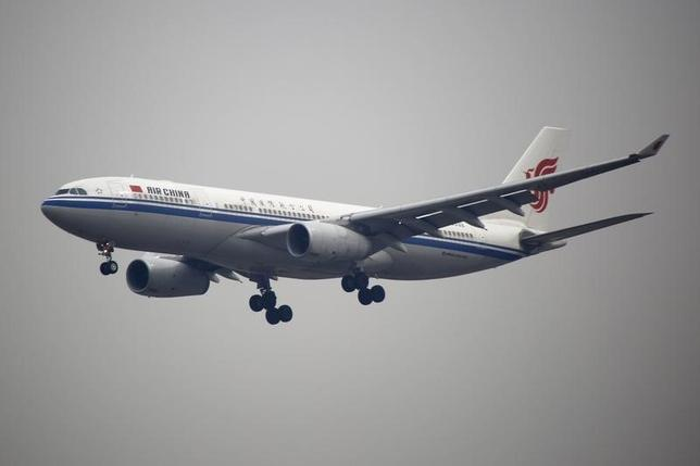 4月14日、中国国際航空(エア・チャイナ)は14日、北京と北朝鮮の首都・平壌を結ぶ便について、需要が低いため一部の便の運航をキャンセルしたと明らかにした。2016年3月撮影(2017年 ロイター/Kim Kyung-Hoon)