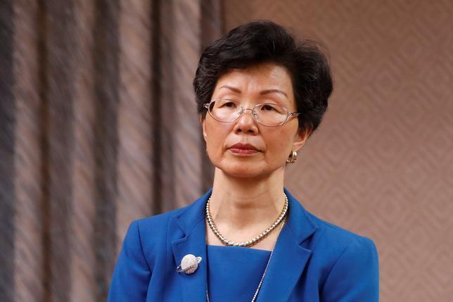 4月17日、台湾で対中国政策を担当する大陸委員会の張小月主任委員は、中国人活動家(48)による難民申請を検討する用意があると議会で語った。写真は議会に出席する同主任委員。台北で撮影(2017年 ロイター/TYRONE SIU)