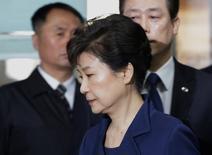 La justice sud-coréenne a inculpé lundi la présidente déchue Park Geun-hye et le PDG du groupe Lotte, Shin Dong-bin, dans le cadre d'un scandale de corruption qui secoue la Corée du Sud depuis des mois. /Photo prise le 30 mars 2017/REUTERS/Ahn Young-Joon