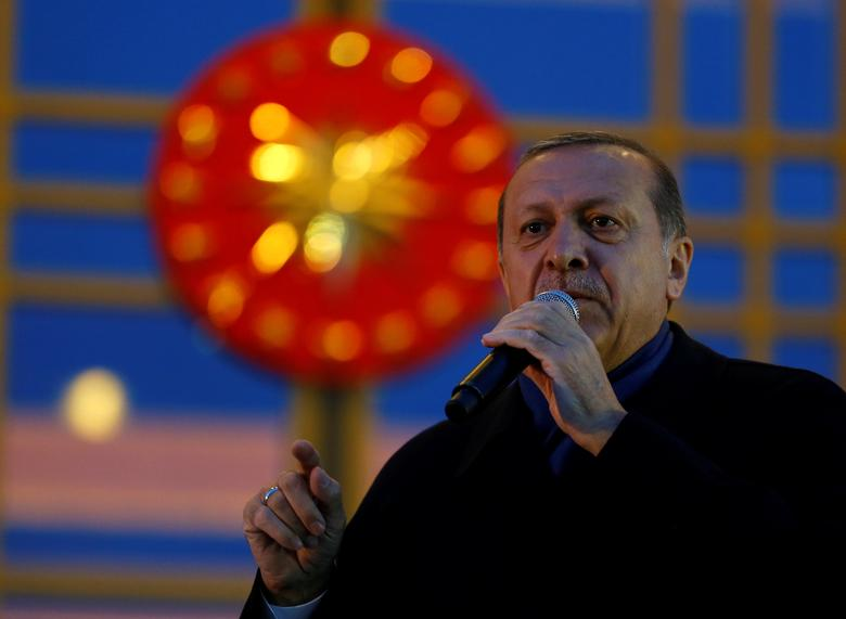 Turkish President Tayyip Erdogan addresses his supporters at the Presidential Palace in Ankara, Turkey, April 17, 2017. REUTERS/Umit Bektas
