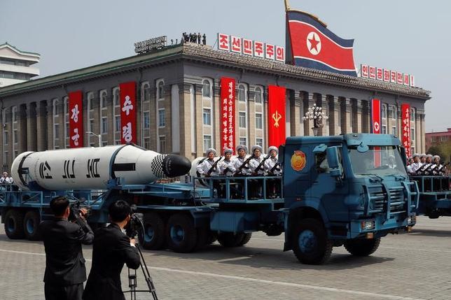 4月16日、北朝鮮の軍事パレードを取材するのは、ローラーコースターに乗っているような気分だ。平壌で15日撮影(2017年 ロイター/Damir Sagolj)