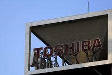 Le fonds public INCJ (Innovation Network Corp of Japan) suit les enchères pour la division puces mémoire de Toshiba mais n'a pas participé au premier tour de la procédure, a dit mardi Toshiyuki Shiga, le président du fonds. /Photo d'archives/REUTERS/Yuya Shino