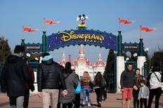 Le fonds d'investissement CIAM estime mardi que le prix de rachat d'Euro Disney par sa maison mère Disney, à 2,00 euros par action, est inéquitable pour les actionnaires minoritaires du parc de loisirs de Marne-la-Vallée. /Photo prise le 25 mars 2017/REUTERS/Benoit Tessier