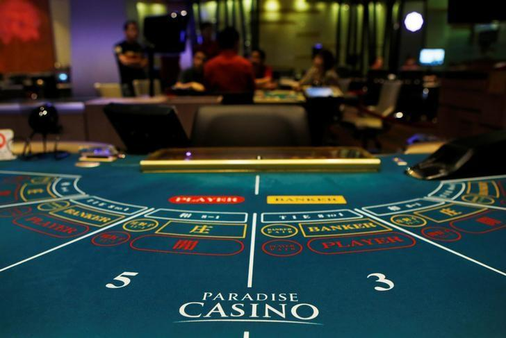 Foreigners play at a baccarat table at Paradise Casino in Incheon August 6, 2014.  REUTERS/Kim Hong-Ji/Files