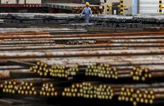 Les exportations japonaises ont augmenté en mars à leur rythme le plus rapide en plus de deux ans, la hausse des livraisons de pièces automobiles et d'acier indiquant que la demande internationale pourrait aider à doper l'économie du Japon. /Photo d'archives/REUTERS/Toru Hanai