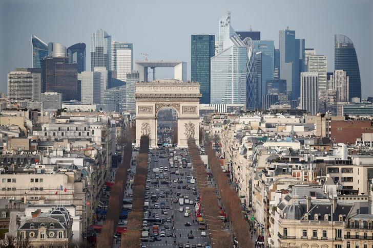 FILE PHOTO: General view of the skyline of La Defense business district with its Arche behind Paris' landmark, the Arc de Triomphe and the Champs Elysees Avenue in Paris, France, January 13, 2016.  To match Special Report BRITAIN-EU/BANKS     REUTERS/Charles Platiau/File Photo