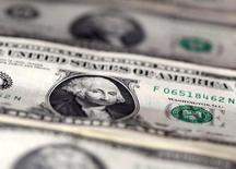 La croissance de l'économie américaine n'atteindra pas plus l'an prochain que cette année l'objectif de 3% que l'administration Trump s'est fixé, même en cas de mise en oeuvre des mesures de relance fiscales et budgétaires promises pendant la campagne présidentielle, estiment des économistes interrogés par Reuters. /Photo d'archives/REUTERS/Dado Ruvic