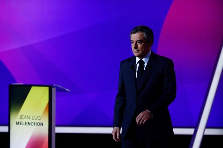 Francois Fillon, member of the Republicans political party and 2017 French presidential election candidate of the French centre-right, attends the France 2 television special prime time political show, ''15min to Convince'' in Saint-Cloud, near Paris, France, April 20, 2017.  REUTERS/Martin Bureau/Pool