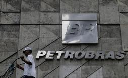 A man walks past the Brazil's state-run Petrobras oil company headquarters in Rio de Janeiro, Brazil April 13, 2017. REUTERS/Ricardo Moraes