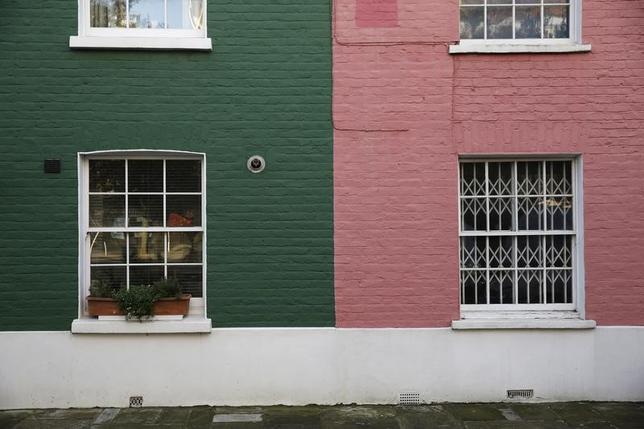 4月21日、英住宅金融大手ハリファックスが公表した調査では、英国人が向こう1年の住宅価格について大幅な上昇を見込んでないことが明らかになった。写真はロンドンで1月撮影(2017年 ロイター/Stefan Wermuth)
