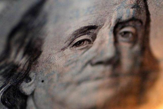 4月21日、正午のドル/円は、ニューヨーク市場午後5時時点に比べ、若干ドル安/円高の109.21/23円。写真は都内で2010年9月撮影(2017年 ロイター/Yuriko Nakao)