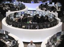 Les Bourses européennes ont ouvert sans grand changement vendredi. Vers 07h35 GMT, le CAC 40 abandonne 0,38%, le Dax gagne 0,2% et le FTSE est inchangé. /Photo d'archives/REUTERS/Pawel Kopczynski
