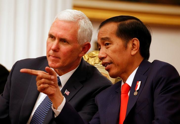 U.S. Vice President Mike Pence (L) talks to Indonesia President Joko Widodo at the Presidential Palace in Jakarta, Indonesia April 20, 2017. REUTERS/Beawiharta