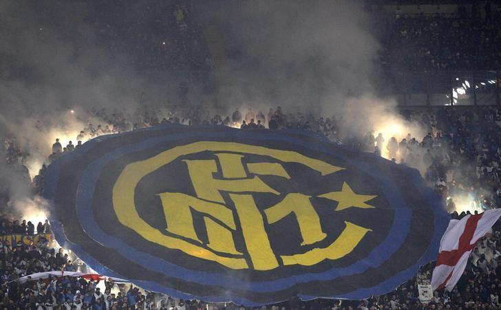 Football Soccer - AC Milan v Inter Milan - Italian Serie A - San Siro stadium, Milan, Italy - 20/11/16 - Inter Milan's supporters hold up a giant banner during the match      REUTERS/Alessandro Garofalo