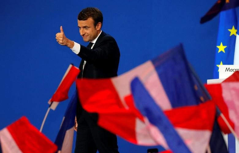 Emmanuel Macron, head of the political movement En Marche !, or Onwards !, and candidate for the 2017 French presidential election, gestures to supporters after the first round of 2017 French presidential election in Paris, France, April 23, 2017. REUTERS/Philippe Wojazer