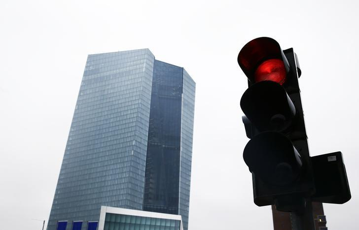 The new head quarters of the European Central Bank (ECB) in Frankfurt is pictured next to a red traffic light, January 22, 2015. REUTERS/Kai Pfaffenbach/Files