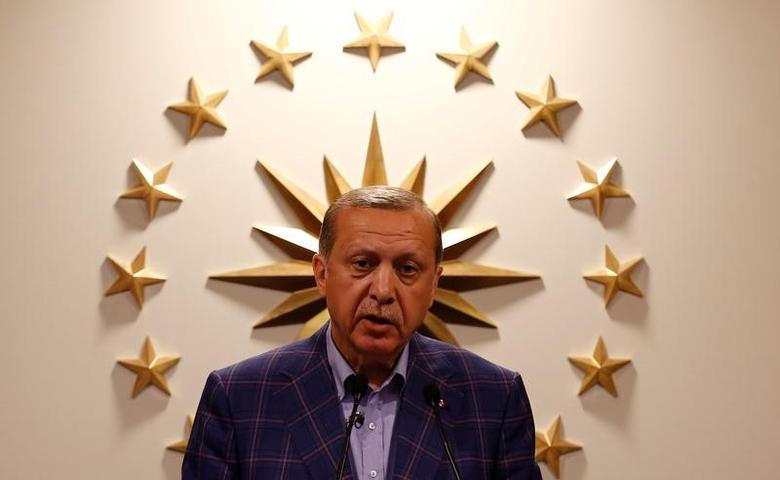 Turkish President Tayyip Erdogan speaks during a news conference in Istanbul, Turkey, late April 16, 2017. REUTERS/Murad Sezer/File Photo