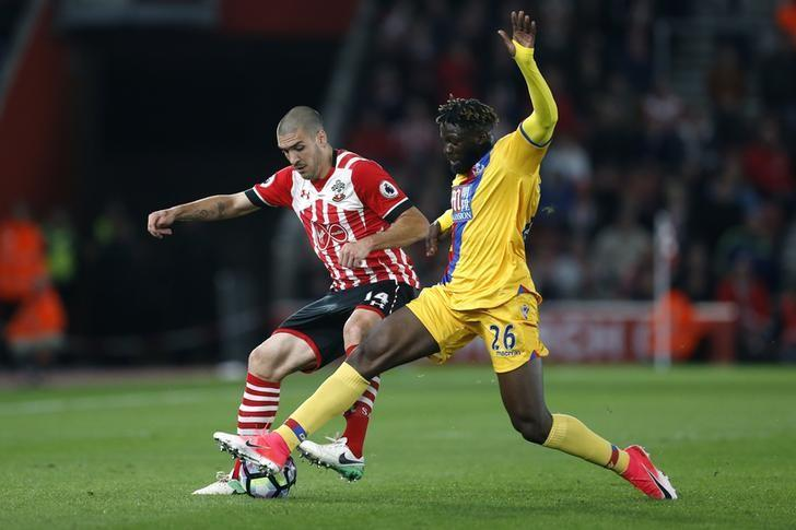 Britain Soccer Football - Southampton v Crystal Palace - Premier League - St Mary's Stadium - 5/4/17 Southampton's Oriol Romeu in action with Crystal Palace's Bakary Sako  Action Images via Reuters / Matthew Childs Livepic
