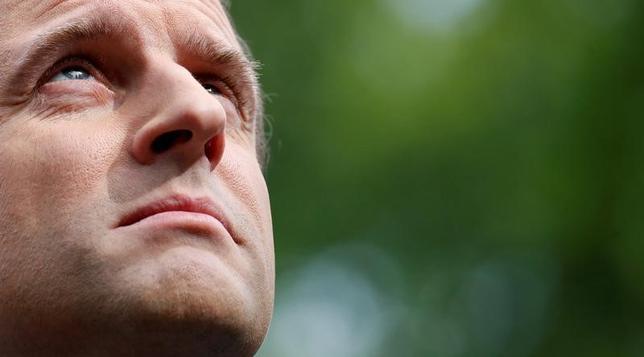 4月24日、仏大統領選の最終集計によると、得票率はマクロン氏(写真)が24.01%、ルペン氏は21.30%だった。パリで同日撮影(2017年 ロイター/Christian Hartmann)