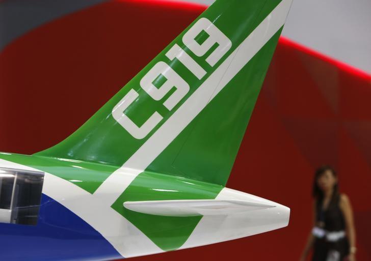 资料图片:2014年2月,新加坡航空展上的中国商飞C919客机模型。REUTERS/Edgar Su