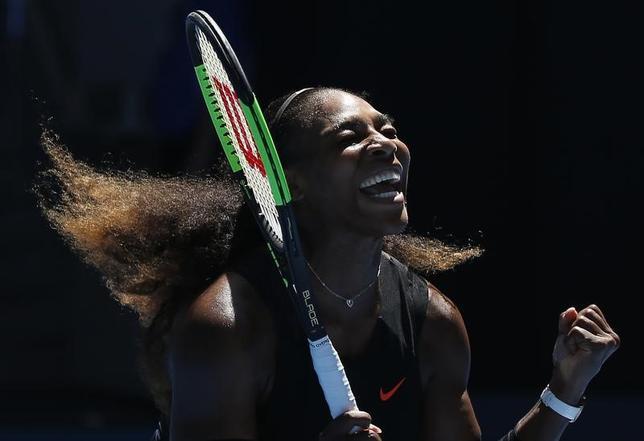 4月24日、女子テニスのセリーナ・ウィリアムズは、最新の世界ランキングで1位に再浮上。お腹の赤ちゃんに喜びを伝えるコメントをインスタグラムに投稿した。メルボルンで1月撮影(2017年 ロイター/Issei Kato)