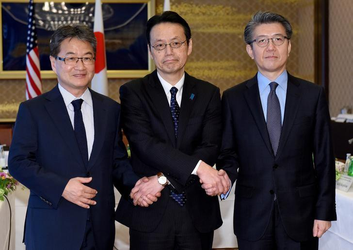 U.S. Special Representative for North Korea Policy Joseph Yun (L), Japanese Ministry of Foreign Affairs Director General for Asian and Oceanian Affairs Kenji Kanasugi (C) and South Korean Special Representative for Korean Peninsula Peace and Security Affairs Kim Hong-kyun pose for photographs before their meeting to talk about North Korean issues at the Iikura guest house in Tokyo, Japan April 25, 2017. REUTERS/Toru Yamanaka/Pool