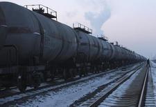 """Цистерны на месторождении """"Дацин"""" компании PetroChina в провинции Хэйлунцзян 4 февраля 2009 года. В марте Россиясталакрупнейшим поставщиком нефти в Китай, обойдя Саудовскую Аравию, сообщило во вторник Главное таможенное управление Китая. REUTERS/Stringer"""