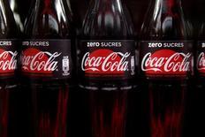 Бутылки Coca-Cola. Coca-Cola Co отчиталась о меньшей, чем ожидалось, квартальной прибыли из-за увеличения расходов, связанных с рефранчайзингом разливочного бизнеса на территории Северной Америки.REUTERS/Benoit Tessier