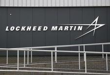 Le groupe aéronautique américain Lockheed Martin a publié mardi des ventes trimestrielles inférieures aux attentes, accompagnées de marges d'exploitation en baisse dans plusieurs secteurs d'activité. /Photo d'archives/REUTERS/Peter Nicholls