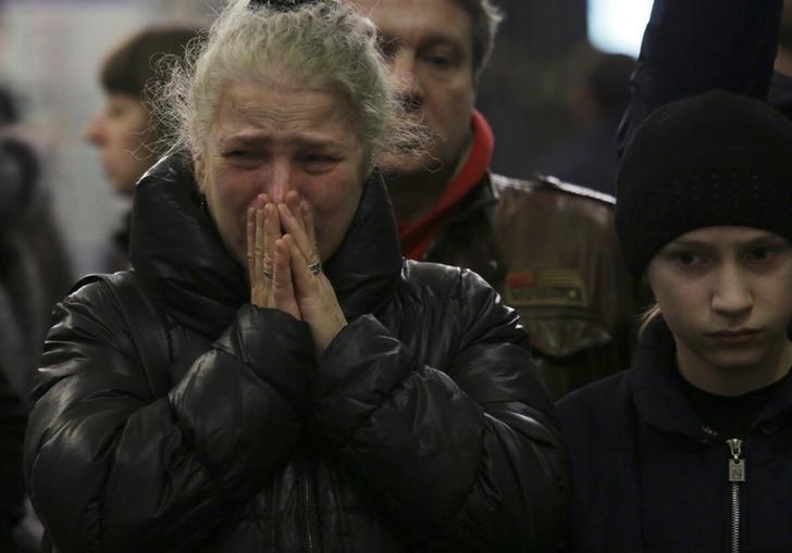 People mourn for the victims of a blast in St. Petersburg metro at Tekhnologicheskiy institut metro station in St. Petersburg, Russia, April 4, 2017. REUTERS/Anton Vaganov/Files