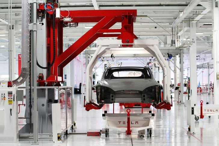 The body of a Tesla Model S is lifted by an automated crane at the Tesla factory in Fremont, California October 1, 2011. REUTERS/Stephen Lam/File Photo