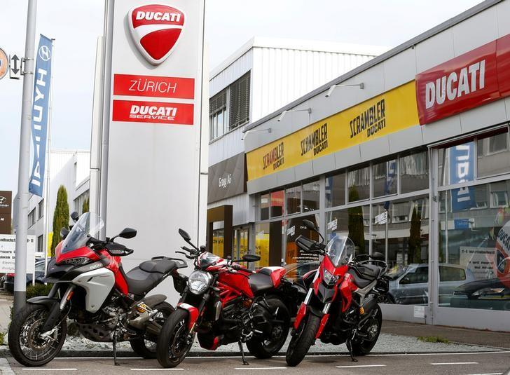 The logo of Italian motorcycle manufacturer Ducati is seen at a motocycle dealer in Dietlikon, Switzerland October 11, 2016.  REUTERS/Arnd Wiegmann/File Photo