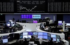 Les principales Bourses européennes ont terminé en hausse mercredi, la tendance générale sur les marchés actions mondiaux restant soutenue par des résultats de sociétés positifs et par la perspective de baisses d'impôts massives aux Etats-Unis. A Paris, le CAC 40 a terminé sur un gain de 0,19% (10,00 points) à 5.287,88 points. Le Footsie britannique a pris 0,18% et le Dax allemand 0,05%. /Photo prise le 24 mars 2017/REUTERS