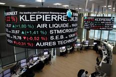 Klépierre a fait état mercredi d'une contraction de 0,7% de son chiffre d'affaires sur le premier trimestre en raison d'une activité atone dans ses centres commerciaux, à l'instar de son concurrent franco-néerlandais Unibail-Rodamco. /Photo prise le 14 décembre 2016/REUTERS/Benoit Tessier