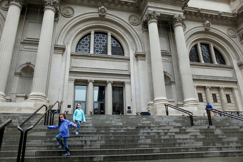 FILE PHOTO: Children run down the stairs of The Metropolitan Museum of Art in New York, U.S. on October 29, 2012.  REUTERS/Carlo Allegri/File Photo