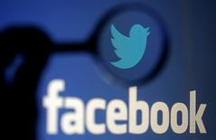 A logo of Twitter is pictured next to the logo of Facebook in this September 23, 2014 illustration photo in Sarajevo.  REUTERS/Dado Ruvic