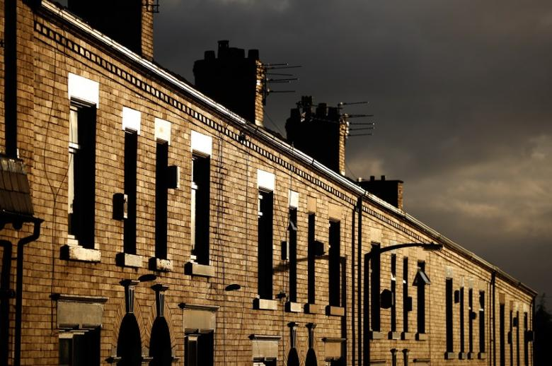 A row of terraced houses glows in the afternoon sunshine in Oldham, Britain November 23, 2016.    REUTERS/Phil Noble