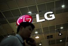 Логотип LG Electronics. Южнокорейская LG Electronics Inc сообщила, что операционная прибыль за первый квартал выросла до максимума почти за восемь лет на фоне подъема продаж бытовой техники и телевизоров, добавив, что выручка, скорее всего, увеличится в текущем квартале.  REUTERS/Kim Hong-Ji
