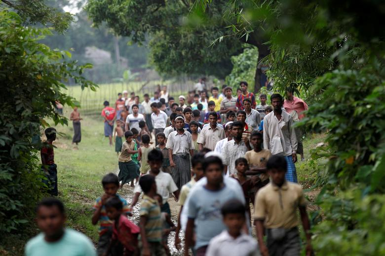 FILE PHOTO: Men walk at a Rohingya village outside Maugndaw in Rakhine state, Myanmar October 27, 2016.   To match Special Report MYANMAR-ROHINGYA/CRISIS     REUTERS/Soe Zeya Tun/File Photo
