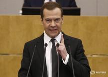 Премьер-министр РФ Дмитрий Медведев выступает в Думе 19 апреля 2017 года. Премьер-министр РФ Дмитрий Медведев подписал поручение о направлении российскими госкомпаниями на дивиденды не менее половины прибыли по МСФО, говорится в сообщении на сайте правительства. REUTERS/Sergei Karpukhin